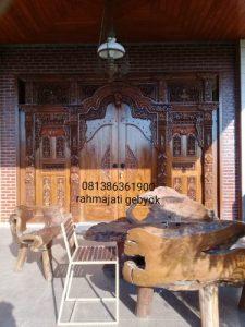 Pintu gapuro atau atau gebyok ukir jepara