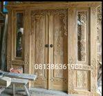 Kusen pintu utama ukir